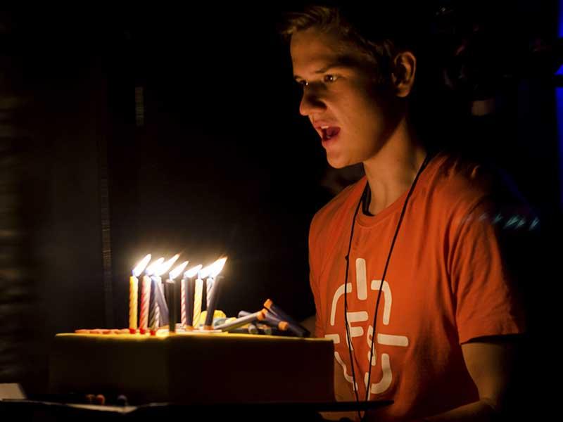Праздничный торт нерф ко дню рождения